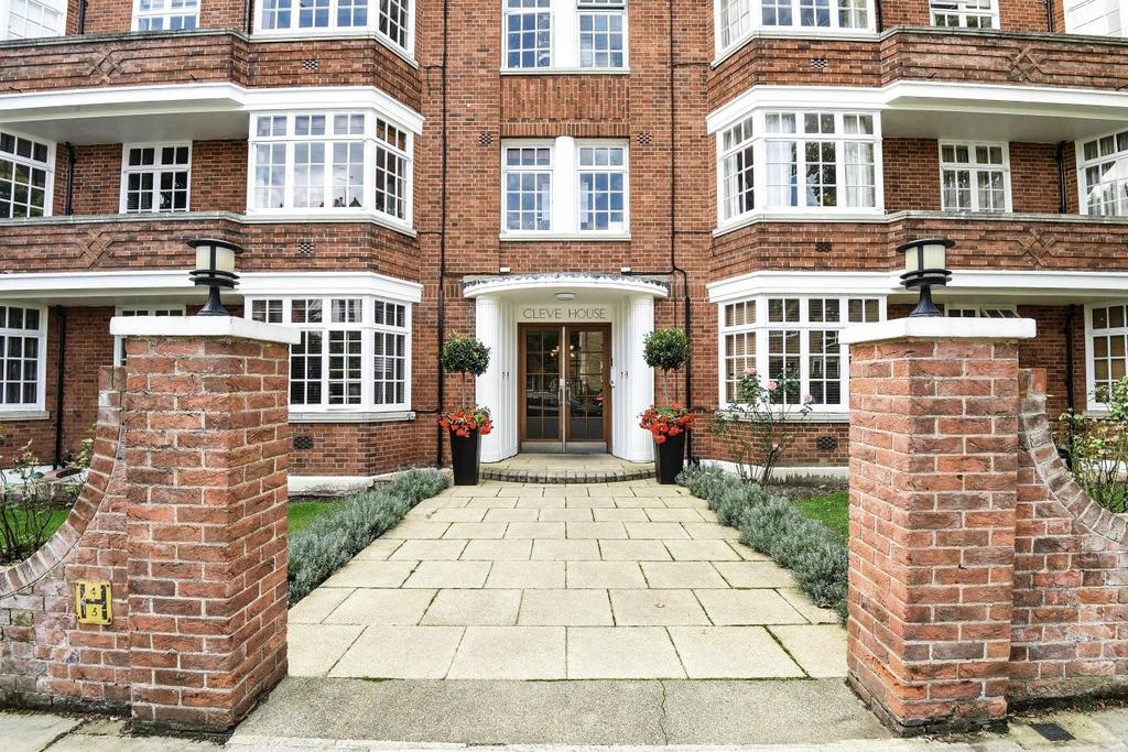 2 Bedrooms Flat for sale in Cleve Road, South Hampstead
