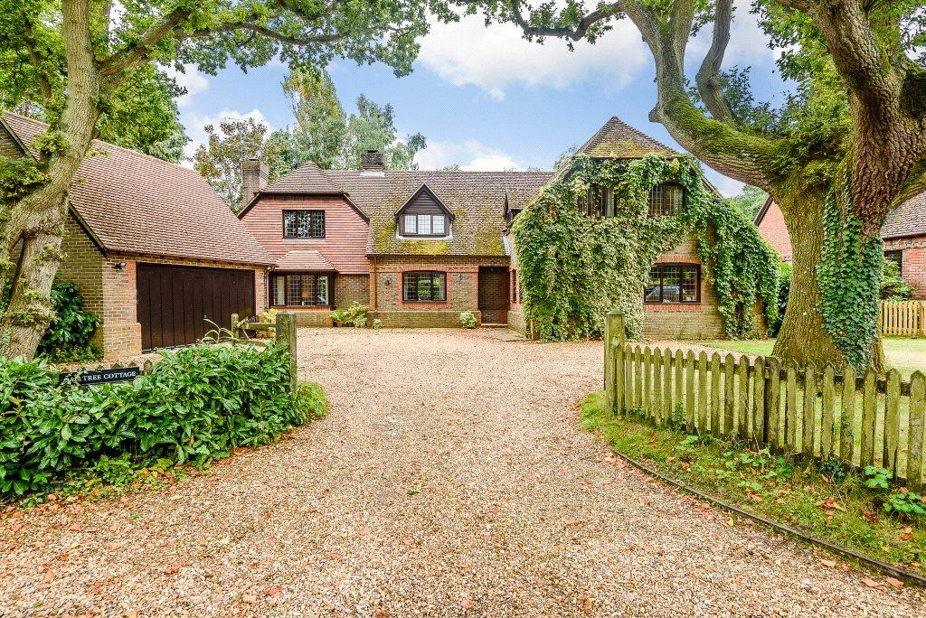 6 Bedrooms Detached House for sale in Auclum Lane, Burghfield Common, Reading