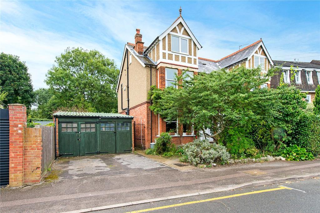 5 Bedrooms Semi Detached House for sale in Chester Road, Northwood, Middlesex, HA6