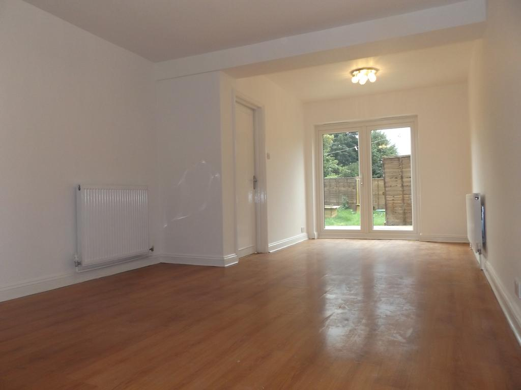 2 Bedrooms Maisonette Flat for sale in London Road, Mitcham CR4