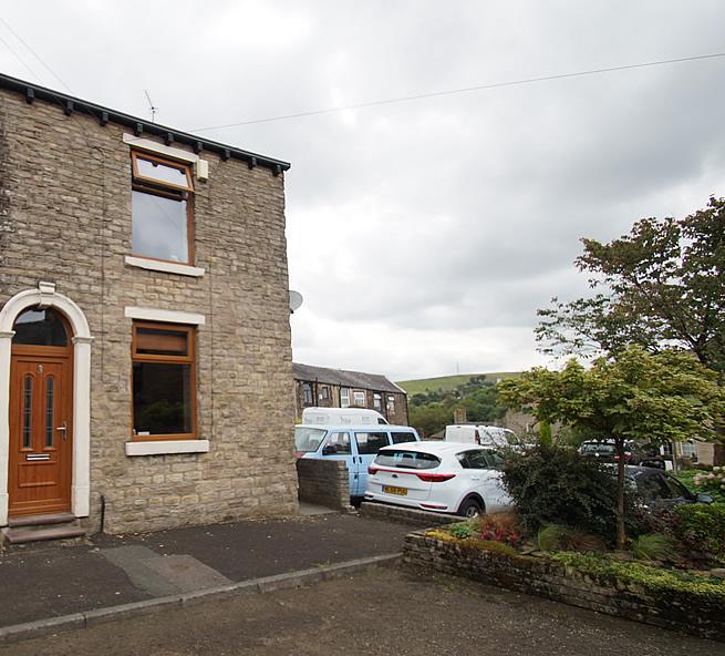 2 Bedrooms End Of Terrace House for sale in Greenwood Street, Springhead OL4