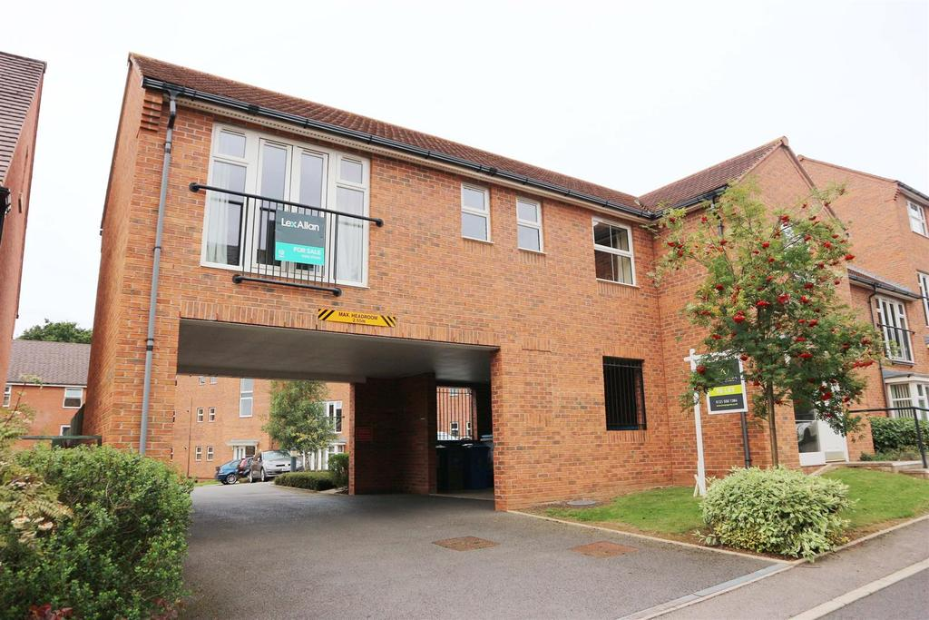 2 Bedrooms Apartment Flat for sale in Smalman Close, Stourbridge