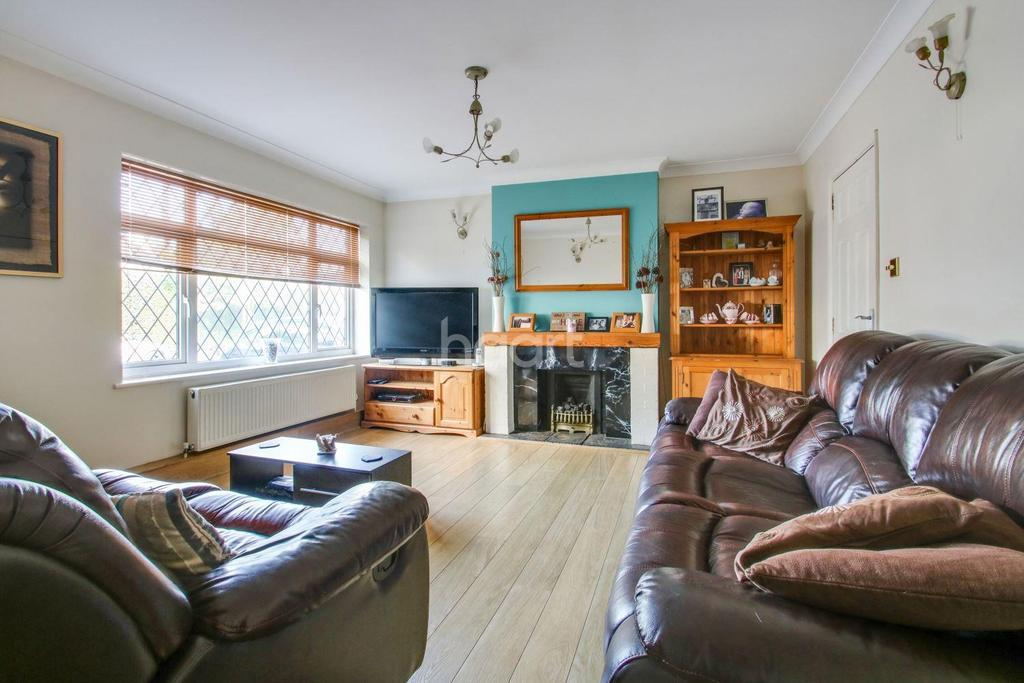 4 Bedrooms Detached House for sale in Thundersley Grove, Benfleet