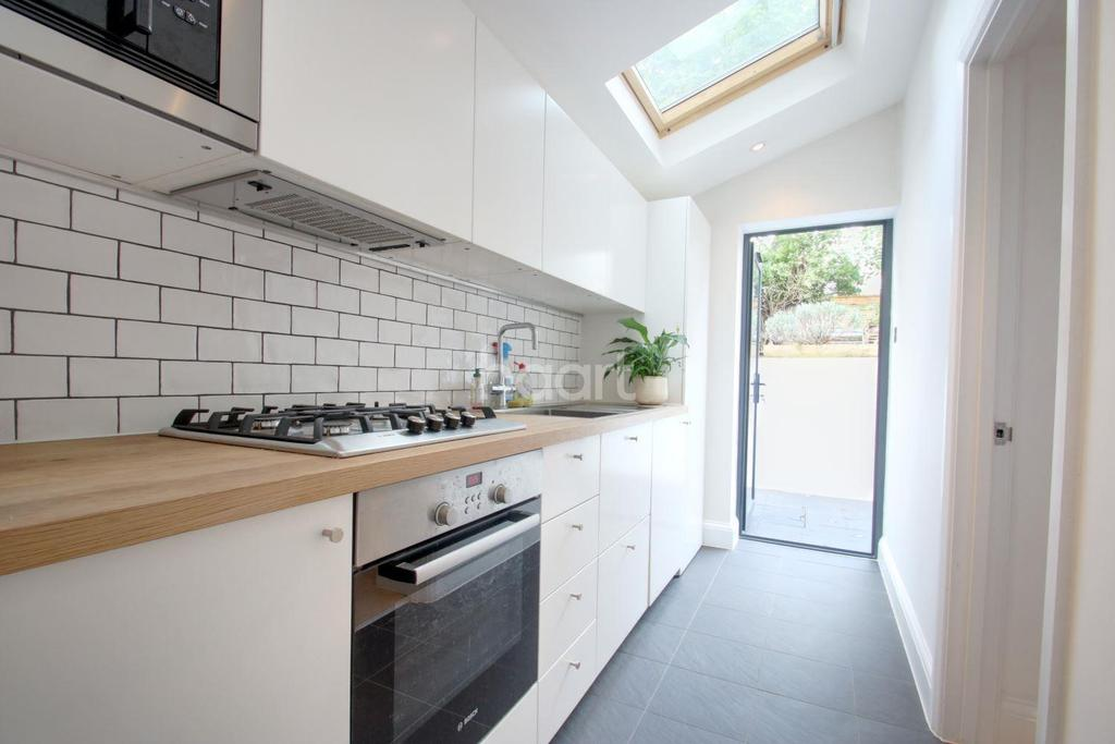 2 Bedrooms Maisonette Flat for sale in Mosslea Road, Penge, SE20