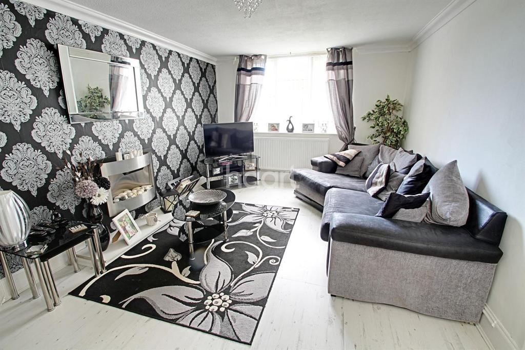 3 Bedrooms Terraced House for sale in Cuffling Close, Leicester