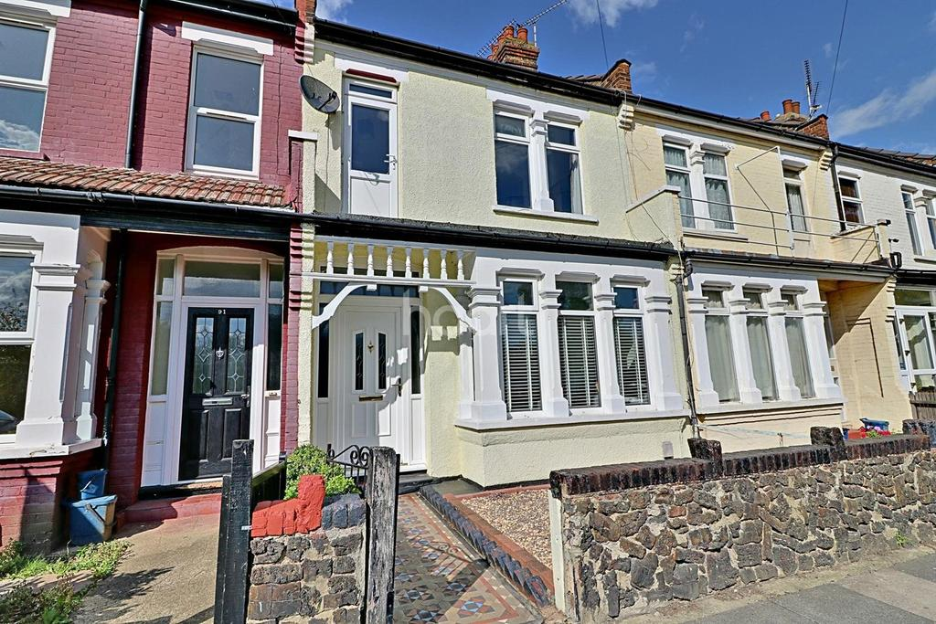 3 Bedrooms Terraced House for sale in Riviera Drive, Southend