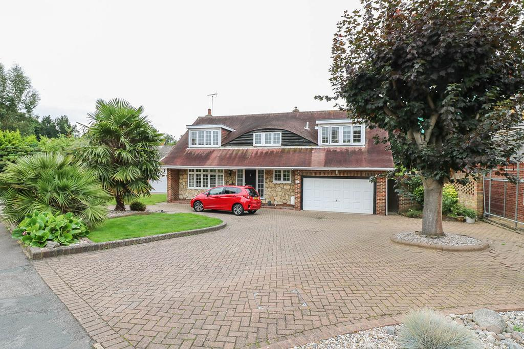 5 Bedrooms Detached House for sale in The Spinney, Billericay CM12