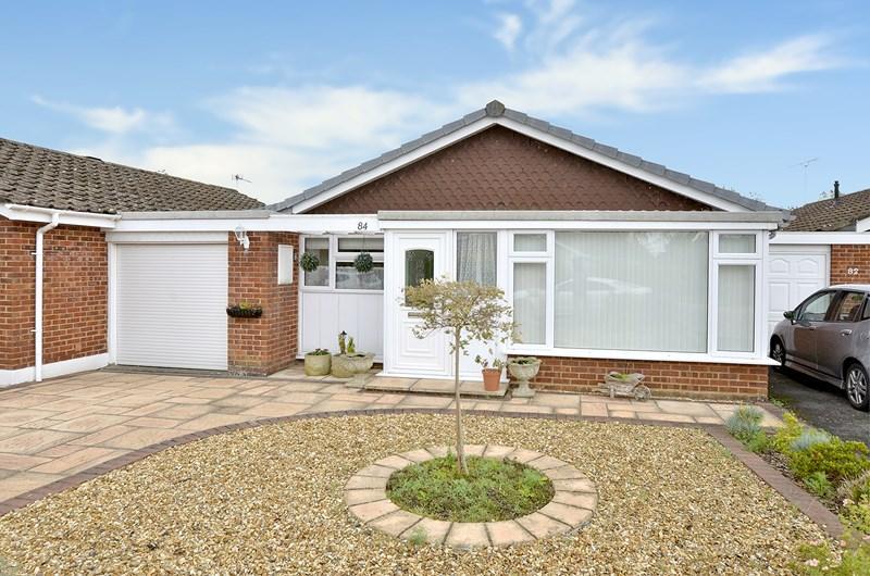 2 Bedrooms Bungalow for sale in Heathfield Road, West Moors, Ferndown