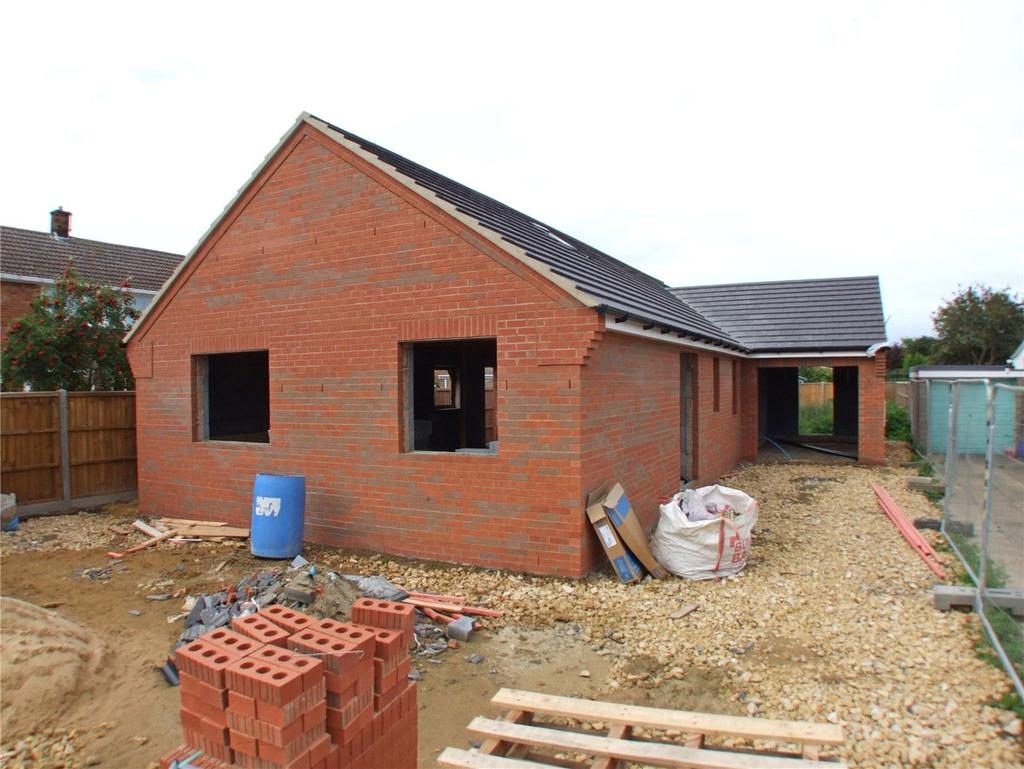 3 Bedrooms Detached Bungalow for sale in The Chase, Pinchbeck, Spalding, Lincolnshire, PE11