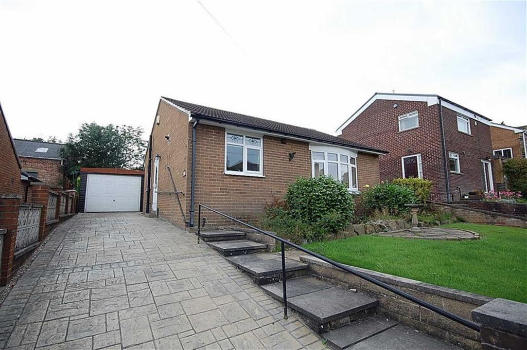 2 Bedrooms Detached Bungalow for sale in Banks Avenue, Golcar, Huddersfield, HD7