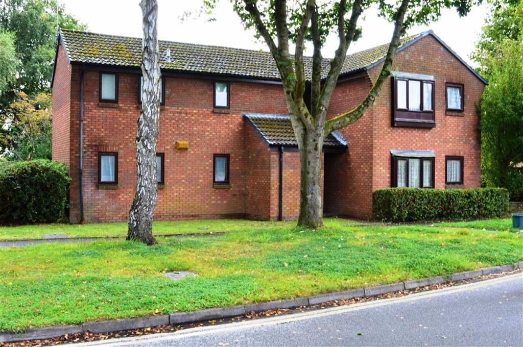 1 Bedroom Flat for sale in Cuthbury Gardens, Wimborne, Dorset