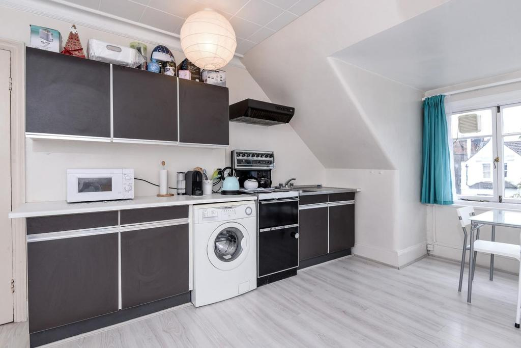 1 Bedroom Flat for sale in Broadhurst Gardens, South Hampstead