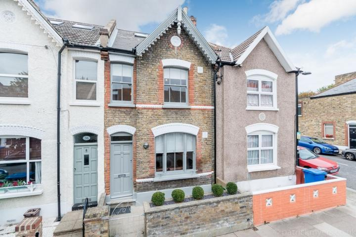 3 Bedrooms House for sale in Hichisson Road, Nunhead, SE15