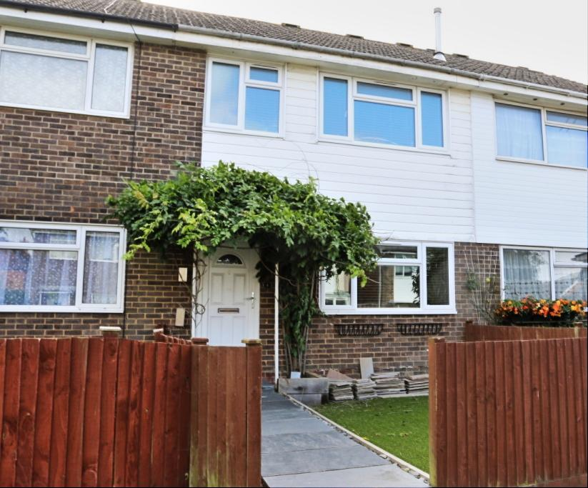3 Bedrooms Terraced House for sale in Bramble Drive, Hailsham BN27