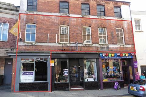 Retail property (high street) to rent - Clasketgate, Lincoln, Lincolnshire