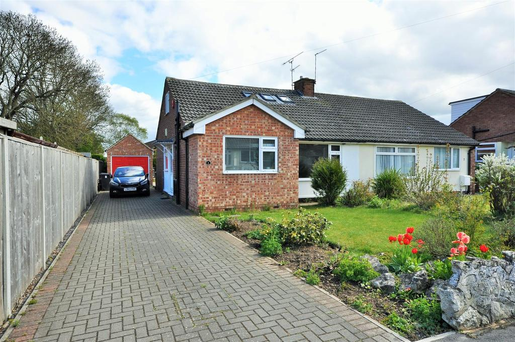 3 Bedrooms Semi Detached Bungalow for sale in Riversvale Drive, Nether Poppleton, York, YO26 6JY