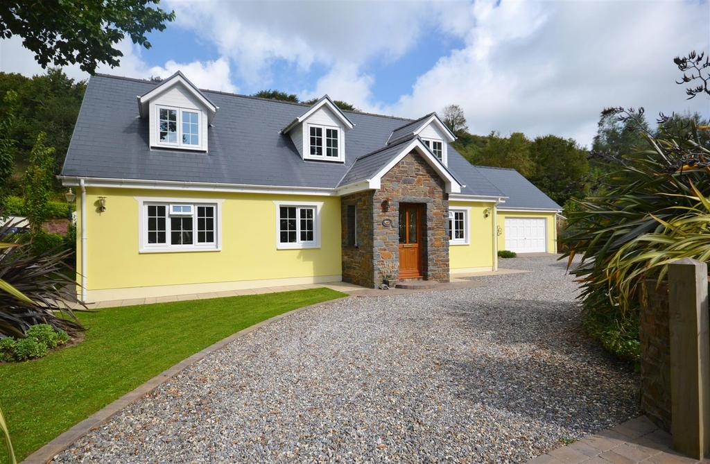 4 Bedrooms Detached Bungalow for sale in Laugharne, Carmarthen