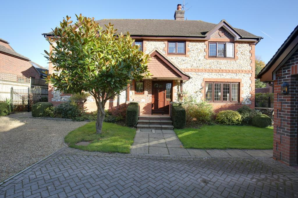 4 Bedrooms Detached House for sale in Peppard Common