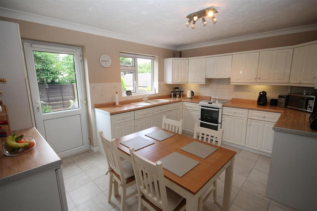 4 Bedrooms Detached Bungalow for sale in High Barn Road, School Aycliffe, Newton Aycliffe