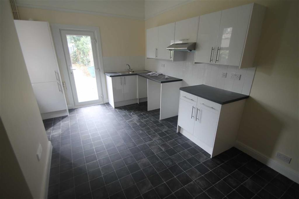3 Bedrooms Apartment Flat for sale in Sutton Road, Southend On Sea, Essex