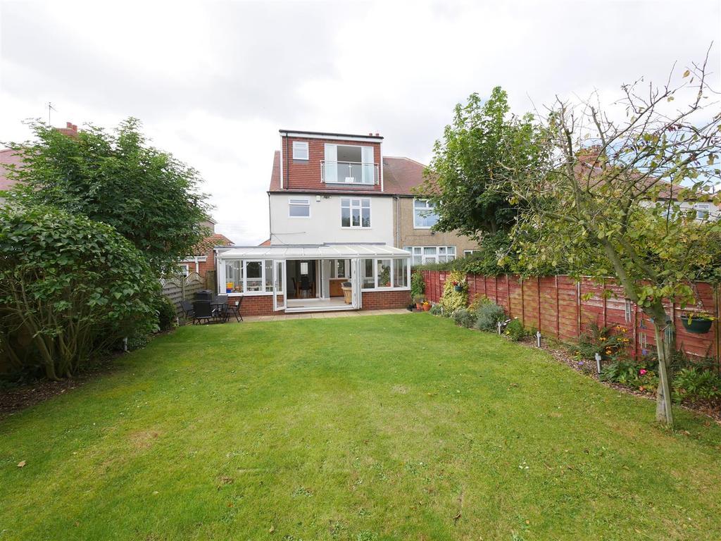4 Bedrooms Semi Detached House for sale in Elmsleigh Gardens, Cleadon, Sunderland
