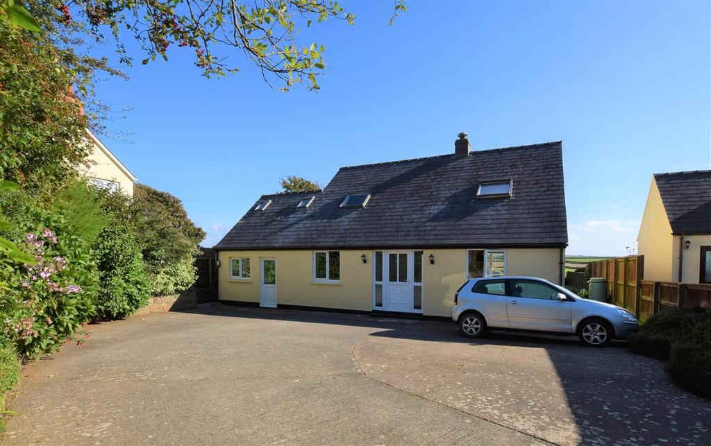4 Bedrooms Detached Bungalow for sale in Roch