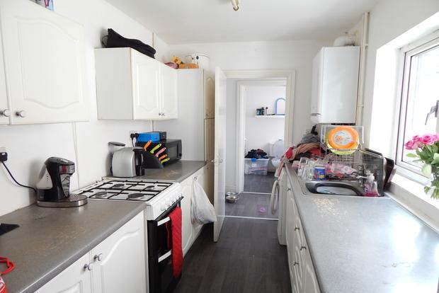 3 Bedrooms Terraced House for sale in Grimston Road, Hyson Green, Nottingham, NG7
