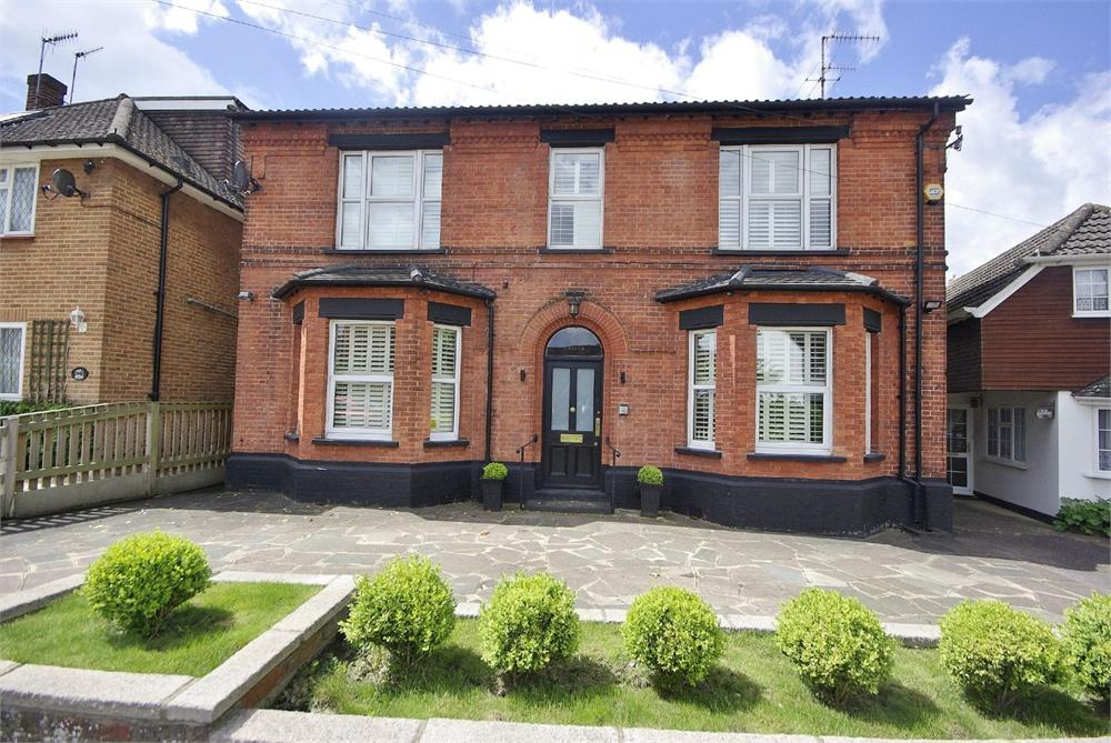 4 Bedrooms House Share