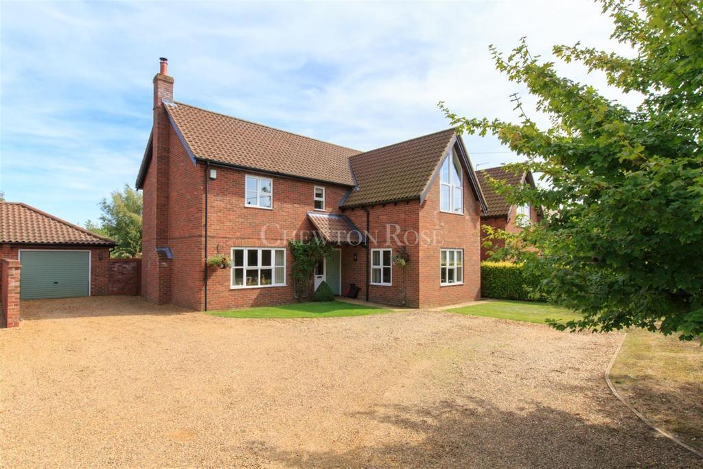 4 Bedrooms Detached House for sale in Broadland village
