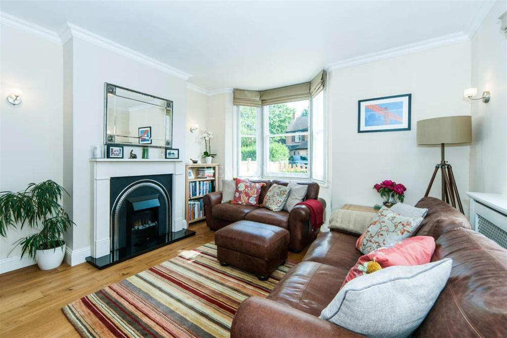 4 Bedrooms Semi Detached House for sale in Updown Hill, Windlesham
