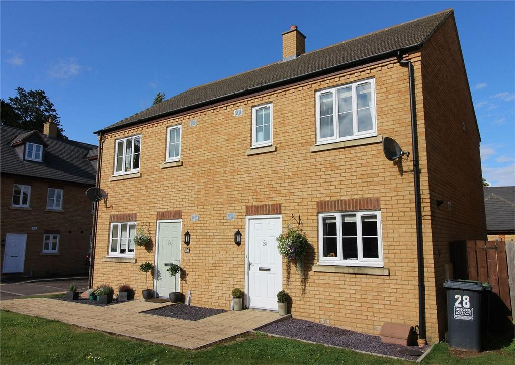 3 Bedrooms Semi Detached House for sale in Stockbridge Close, Clifton, Shefford, Bedfordshire