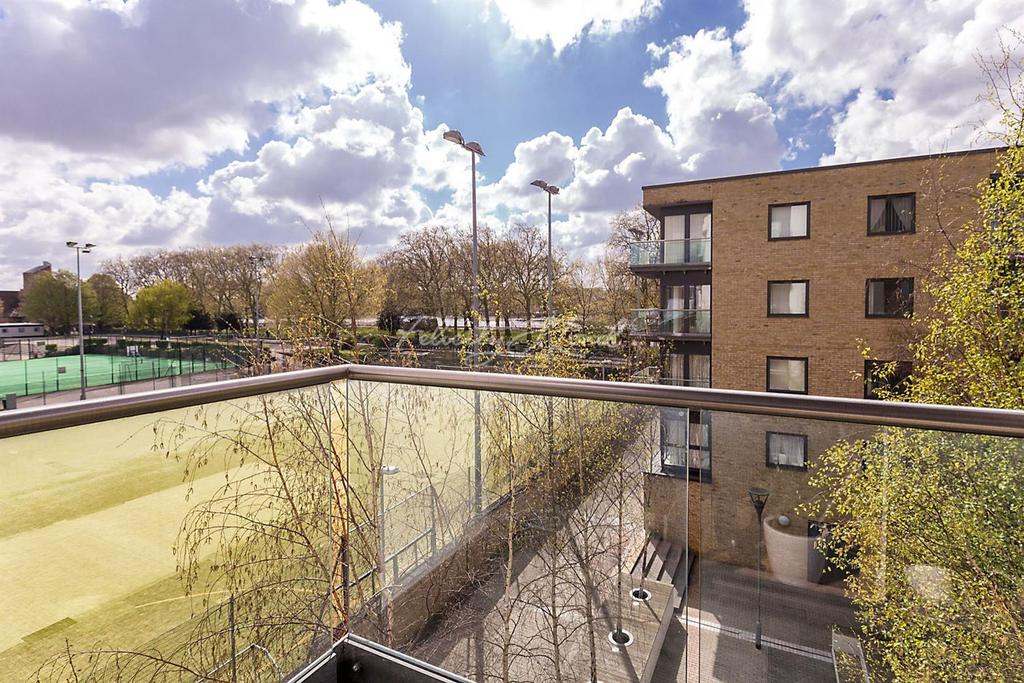 1 Bedroom Flat for sale in Equinox Building, E14