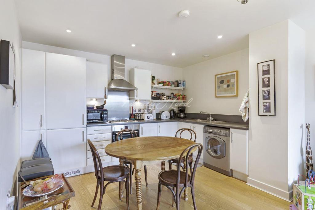 2 Bedrooms Flat for sale in Leamore Court, E2