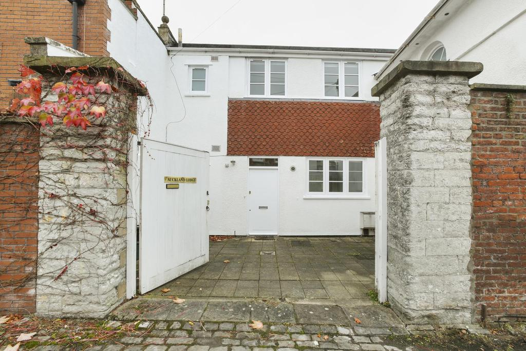 2 Bedrooms Terraced House for rent in Litfield Road, Clifton