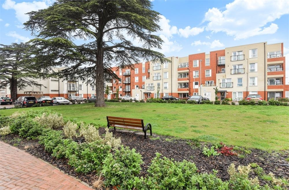 1 Bedroom Flat for sale in Magnolia House, Spelthorne Grove, Sunbury-on-Thames, Surrey