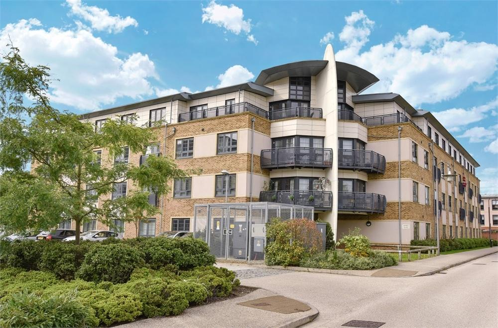 1 Bedroom Flat for sale in Ashton House, Pond Road, Farnborough, Hampshire