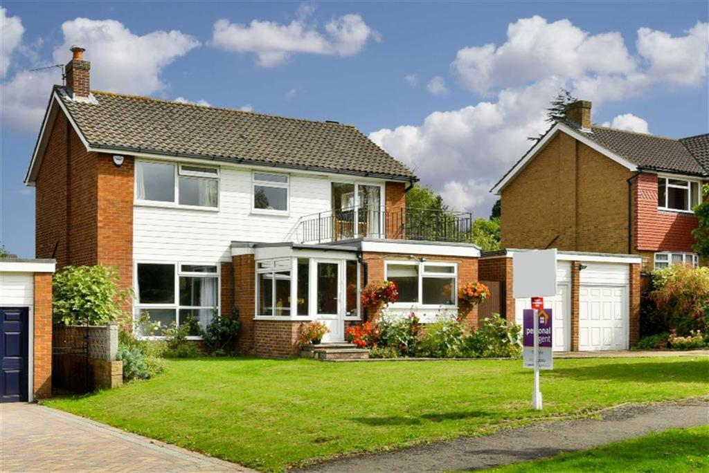 4 Bedrooms Detached House for sale in Downs Road, Epsom, Surrey