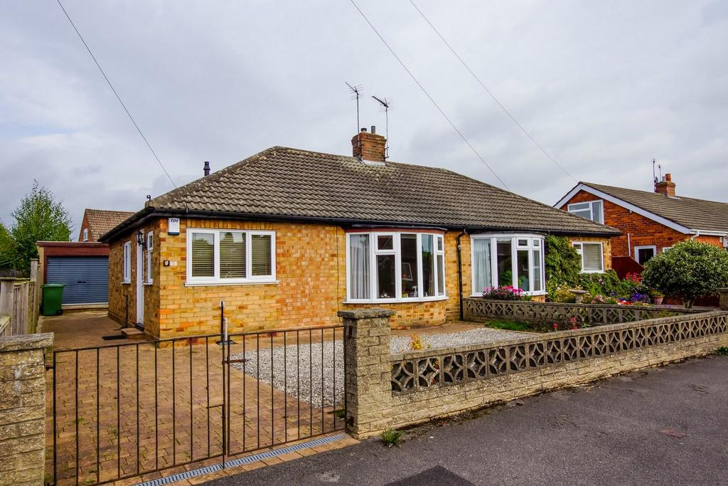 2 Bedrooms Semi Detached Bungalow for sale in Springfield Way, Stockton Lane, York