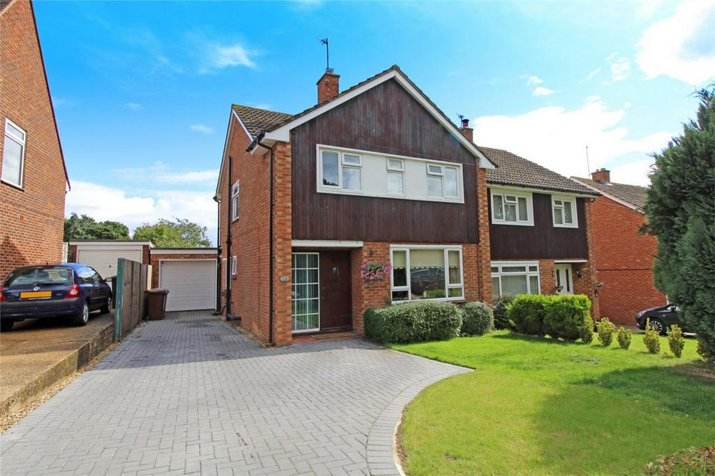 3 Bedrooms Semi Detached House for sale in Waysbrook, Letchworth Garden City, Hertfordshire