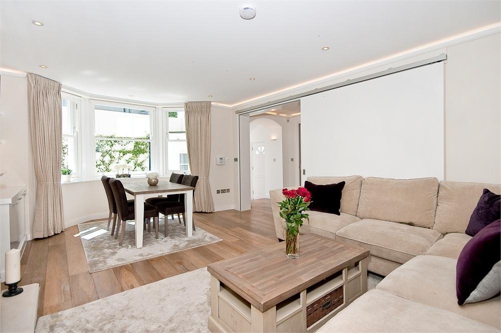 2 Bedrooms Flat for sale in LAUDERDALE ROAD, LONDON