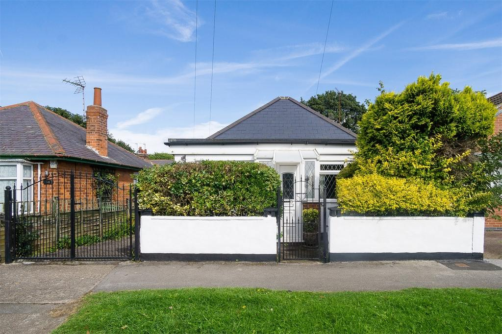 2 Bedrooms Detached Bungalow for sale in Park Avenue, WITHERNSEA, East Riding of Yorkshire