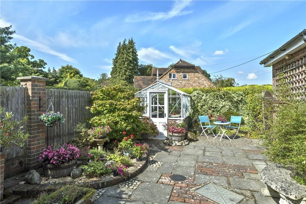 4 Bedrooms Bungalow for sale in Dye House Road, Thursley, Godalming, Surrey, GU8