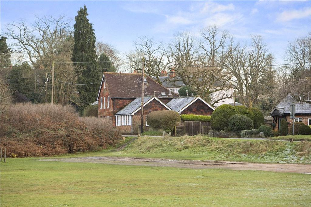3 Bedrooms Bungalow for sale in Dye House Road, Thursley, Godalming, Surrey, GU8