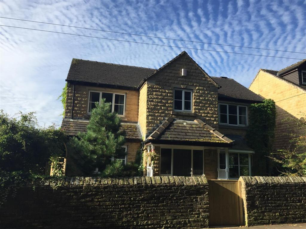 4 Bedrooms Detached House for sale in Hall Close, Northowram