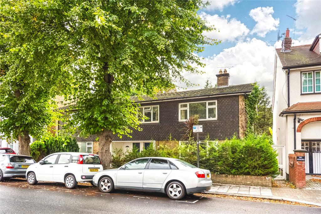 2 Bedrooms Flat for sale in Clarence Road, Chiswick, London