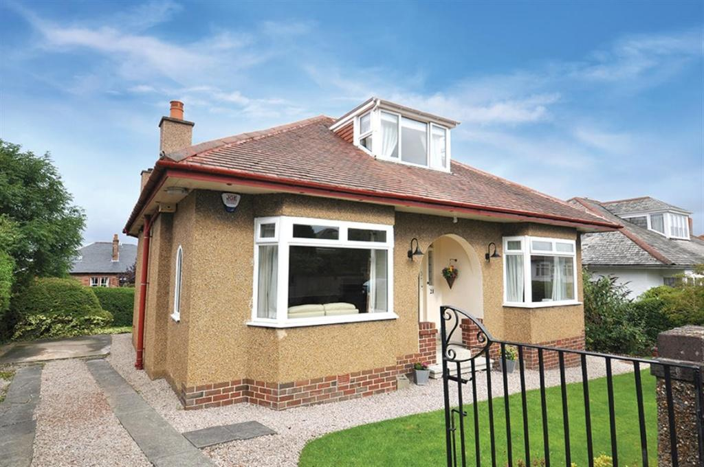 5 Bedrooms Detached House for sale in 21 Muirhill Avenue, Muirend, G44 3HP