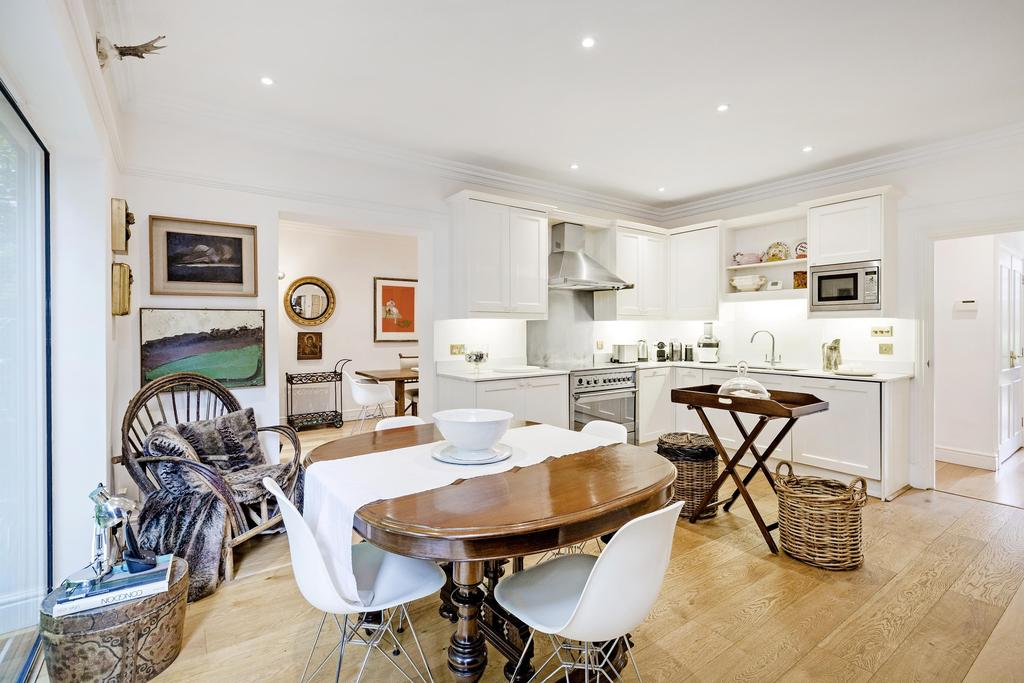 5 Bedrooms House for rent in King George Square, Richmond. TW10