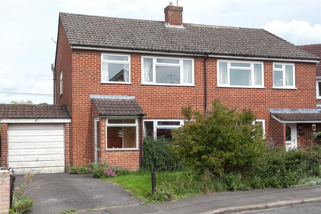 3 Bedrooms Semi Detached House for sale in Barrow Close, Marlborough, Wiltshire, SN8