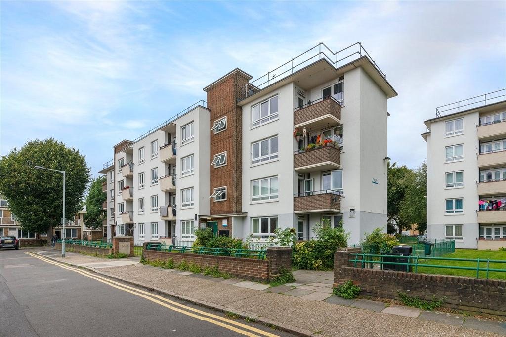 2 Bedrooms Flat for sale in Robert Bell House, Eveline Lowe Estate, London, SE16