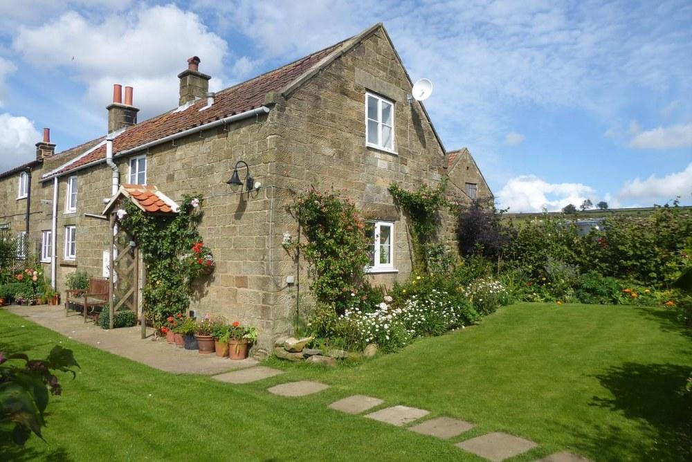 2 Bedrooms Cottage House for sale in Low Harland Cottage, Farndale, YO62 7JX